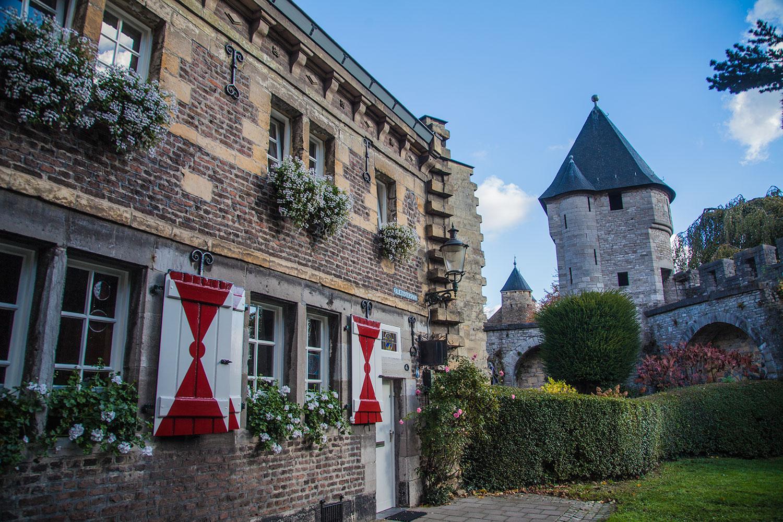 Mosa-ebike-tours-bikes-netherlands-nederland-Maastricht-2018-Faliezusterspark-Pater-Vinck-Toren