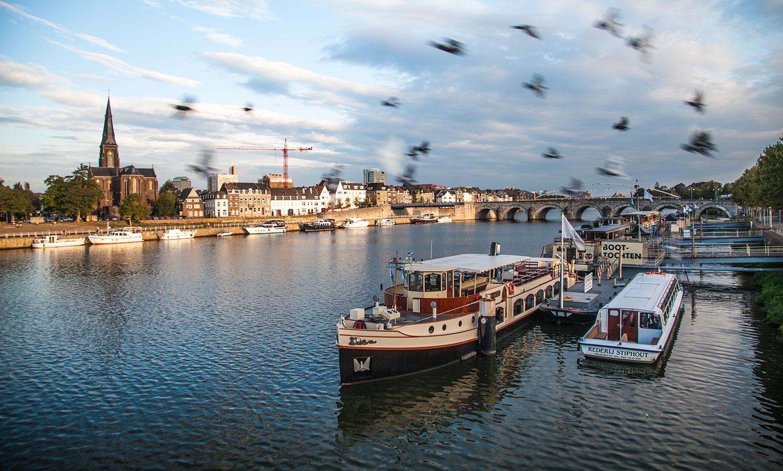 Mosa-ebike-tours-bikes-netherlands-nederland-Maastricht-2018-river-Maas-botes-docks